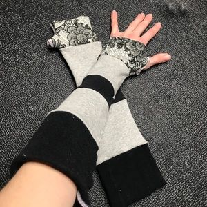 Trixy Xchange Gray Patchwork Floral Gloves